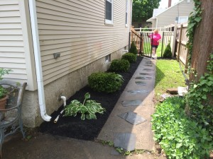 8-26-14_landscaping_after_03b